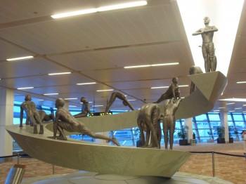 inde,yoga,surya namaskar,salutation au soleil,aéroport de delhi