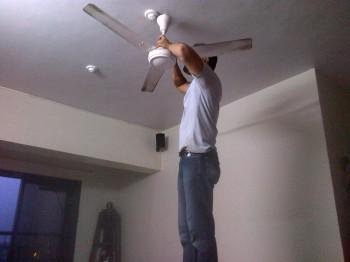 Inde,Mumbai,appartement,réparation,électricien,ventilo,ventilateur,Pedro