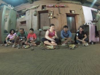 Inde,pourquoi,manger au sol
